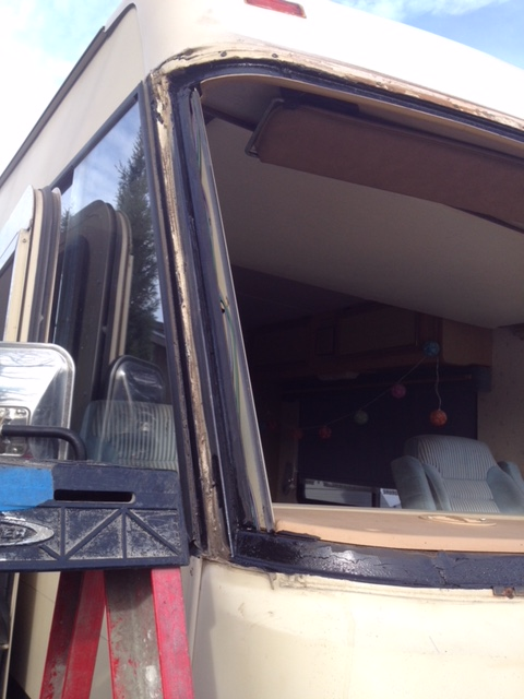 RV Windshield Glass Replacement Company in Sacramento CA (8)
