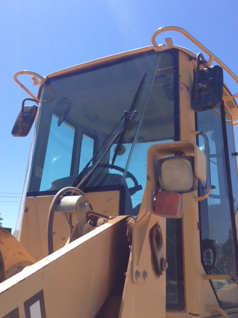 Komatsu HEAVY CONSTRUCTION EQUIPMENT WINDSHIELD GLASS REPLACEMENT